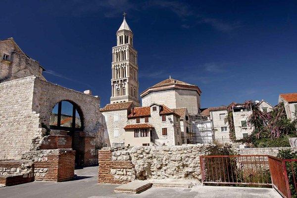 Памятник древнеримской архитектуры: внушительный дворец Диоклетиана в Хорватии (ФОТО)