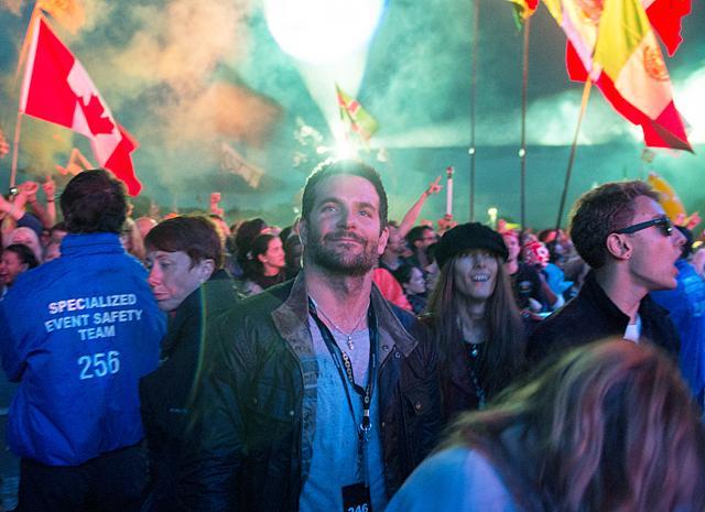 Брэдли Купер развлекается на фестивале Гластонбери без Ирины Шейк (ФОТО)