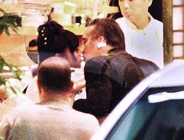 Николаса Кейджа засекли за поцелуем с женщиной в кимоно (ФОТО)