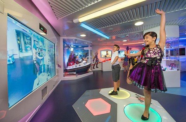 Сказочный мир Уолта Диснея: роскошный круизный лайнер Disney Dream (ФОТО)
