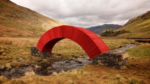 Постройка из бумаги: самый необычный пешеходный мост в Великобритании (ФОТО)