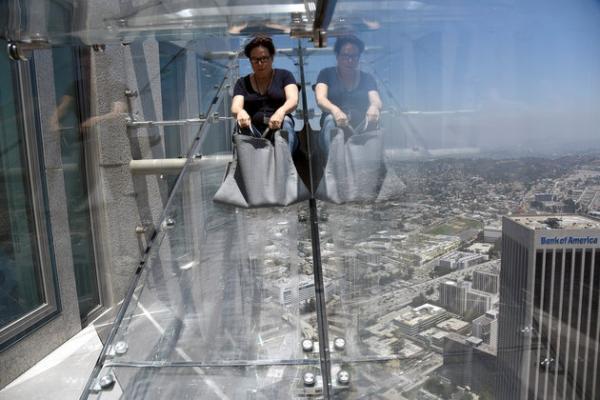 Стеклянный экстрим: необычная горка в Лос-Анджелесе (ФОТО)