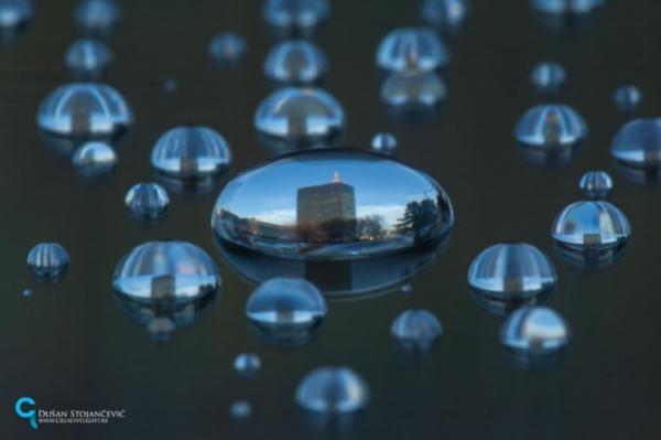 Магия архитектуры в капле воды (ФОТО)