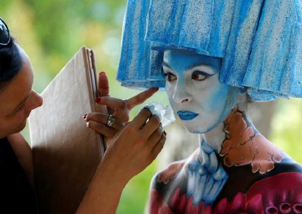 Впечатляющее зрелище: в Австрии проходит яркий фестиваль боди-арта (ФОТО)