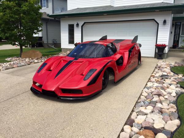 Житель Канады построил Ferrari с авиационными двигателями (ФОТО)