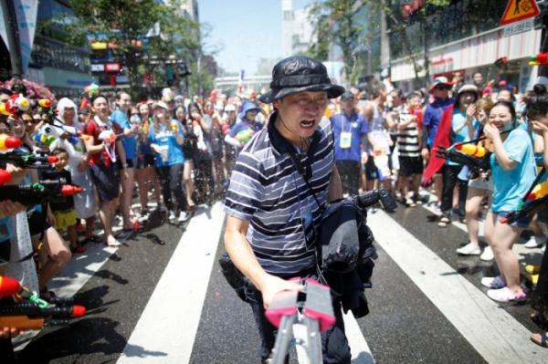 Целый день безудержного веселья: один из самых позитивных фестивалей Южной Кореи (ФОТО)