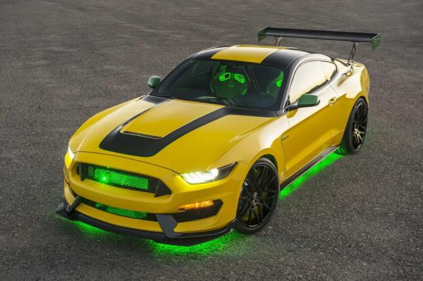 Компания Ford посвятила новый автомобиль легендарному истребителю (ФОТО)