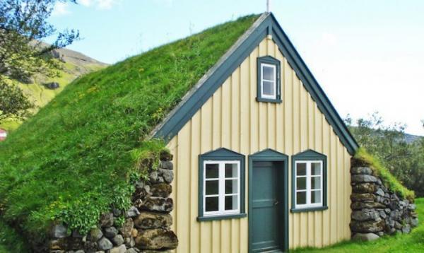Классический стиль: последняя исландская церковь с «живой» крышей (ФОТО)