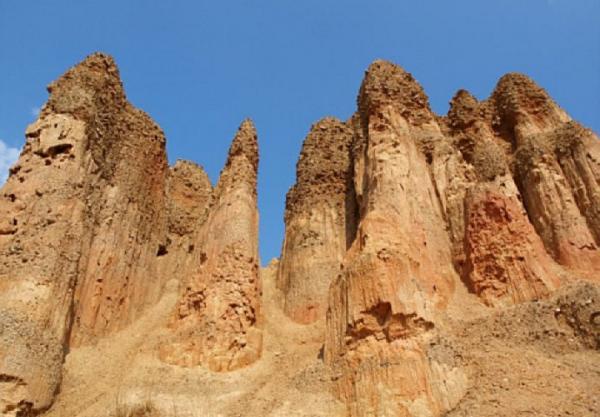 Чудо природы: песчаные пирамиды в Боснии и Герцеговине (ФОТО)