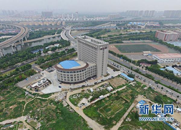 В Китае построили здание в форме огромного унитаза (ФОТО)