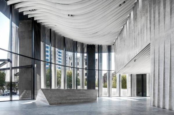 """""""Кокетливая юбчонка"""": эффектное здание в центре Шанхая (ФОТО)"""