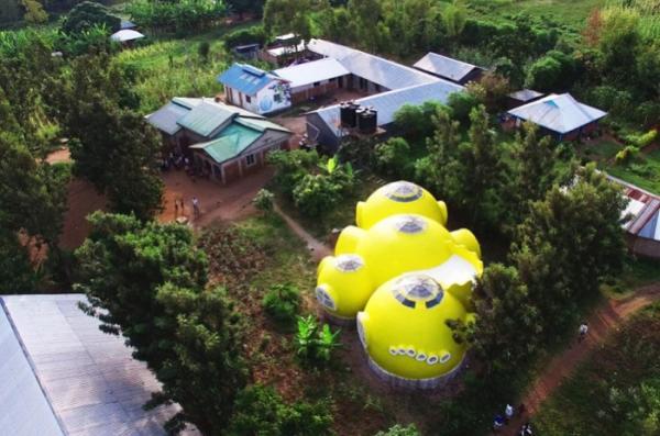 Ярко-желтый купольный домик: нестандартное жилище в Кении (ФОТО)