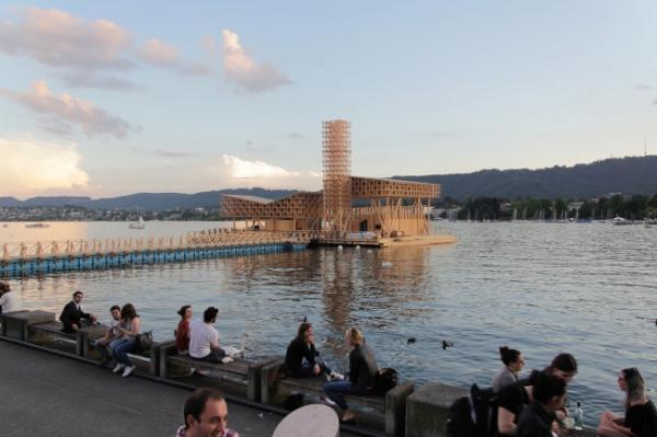 """Искусство на водах: """"павильон размышлений"""" в швейцарском Цюрихе (ФОТО)"""