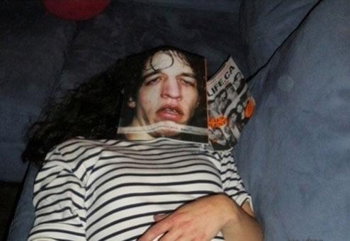 20 самых безумных приколов над спящими людьми (ФОТО)