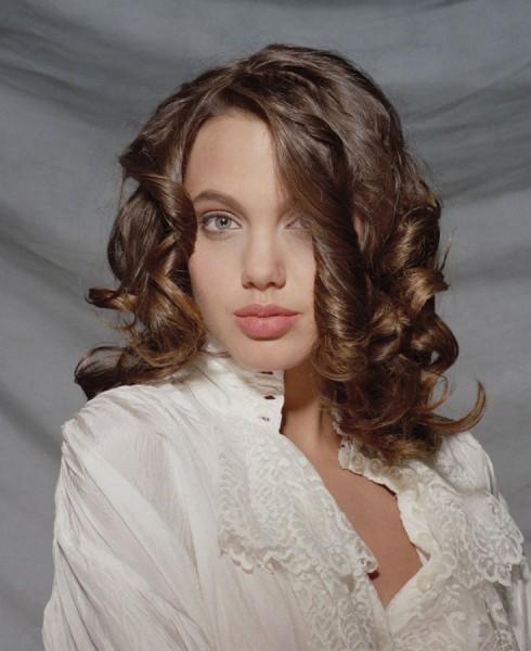 В Интернете появились редкие фото 16-летней Анджелины Джоли (ФОТО)