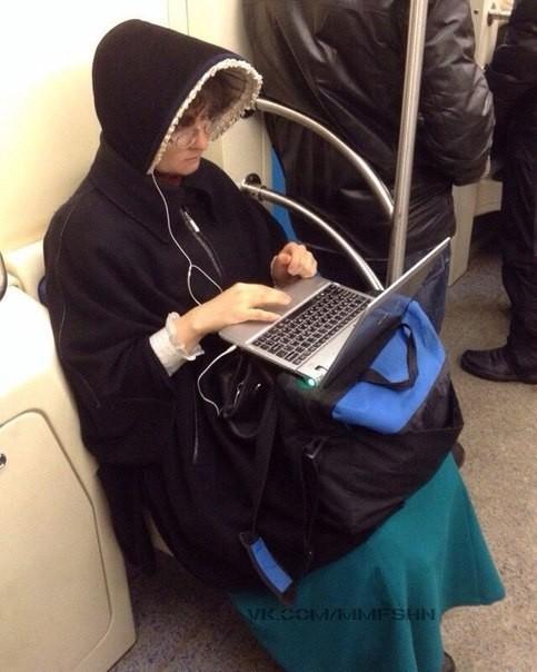 Модники в метро: осторожно, здесь может быть ваша фотография! (ФОТО)