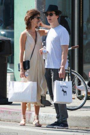 Известный сыщик прогулялся с женой по Лос-Анджелесу (ФОТО)