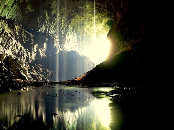 Приманка для туристов: оленья пещера на острове Борнео (ФОТО)