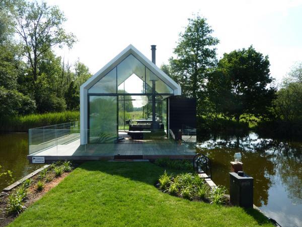 Дом, позволяющий прыгать в воду прямо из гостиной (ФОТО)