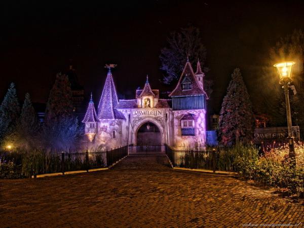 Дома с привидениями и сказочные дворцы: старейший парк развлечений в Европе (ФОТО)