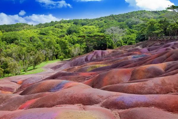 Шедевр природы: семицветные пески Маврикия (ФОТО)
