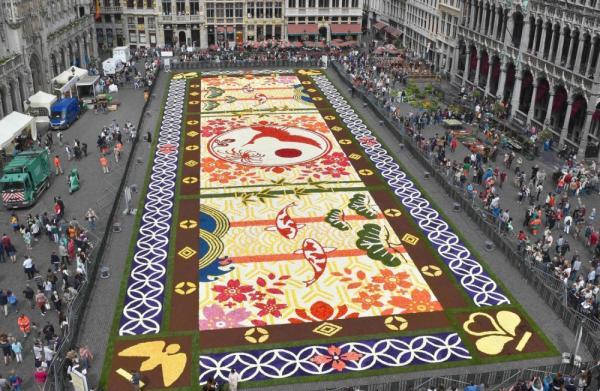 Потрясающий ковер из живых цветов в столице Бельгии (ФОТО)