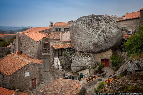 Необычная Европа:  город Флинстоунов в Португалии (ФОТО)