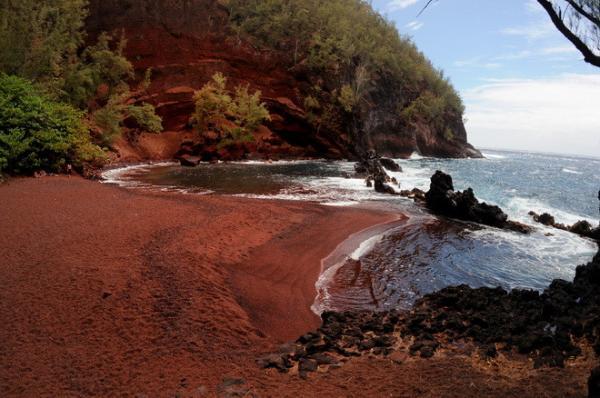 Редкое творение природы: экзотический пляж на гавайских островах (ФОТО)