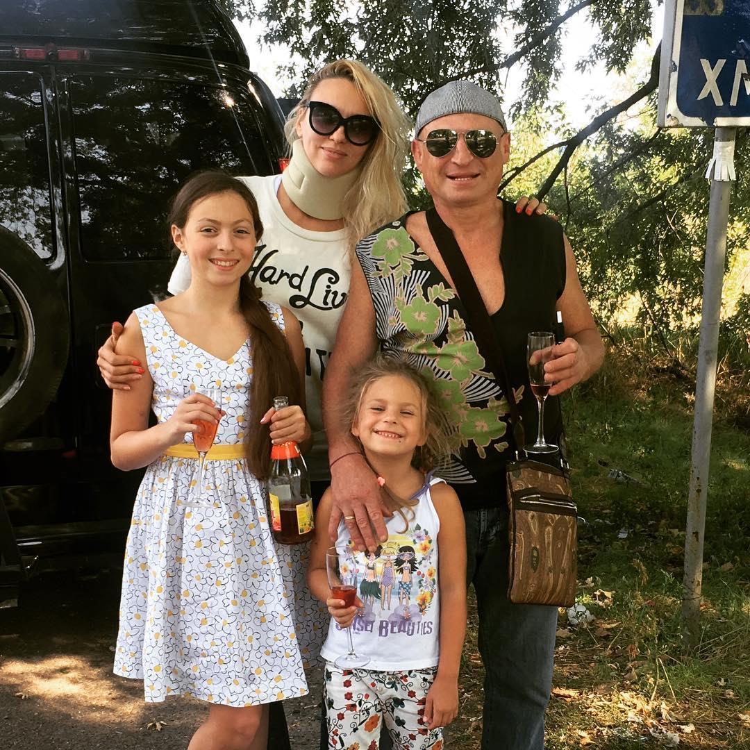 Оля Полякова показала своего мужа и подросших дочерей (ФОТО)