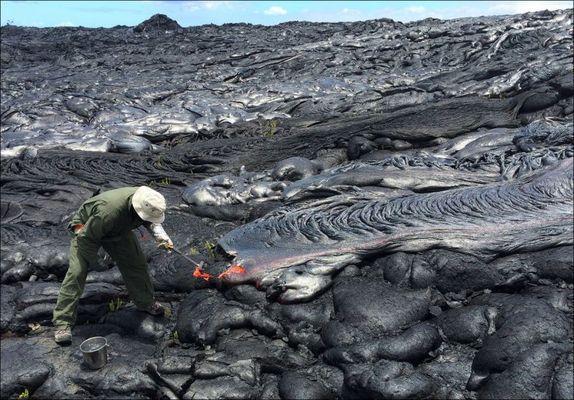 В плену огня: как живет вулкан Килауэа (ФОТО)