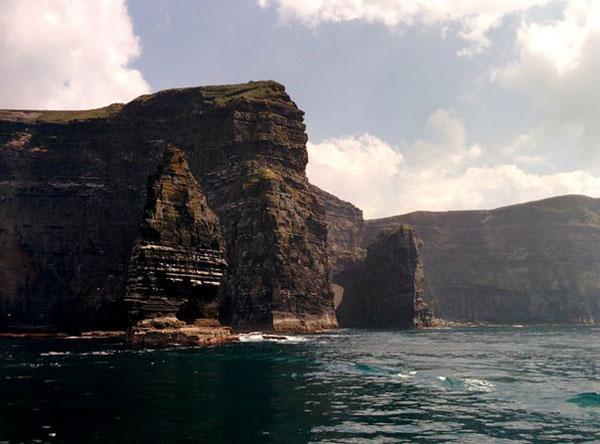 Магнит для миллионов туристов:  грандиозные скалы  в  ирландском графстве Клер  (ФОТО)