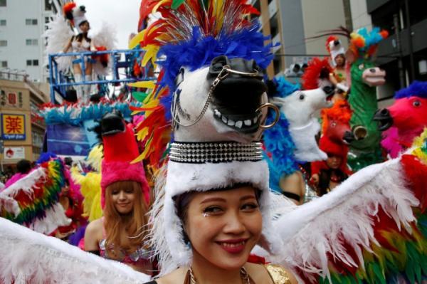 В бразильском стиле: красочный карнавал в столице страны Восходящего солнца (ФОТО)