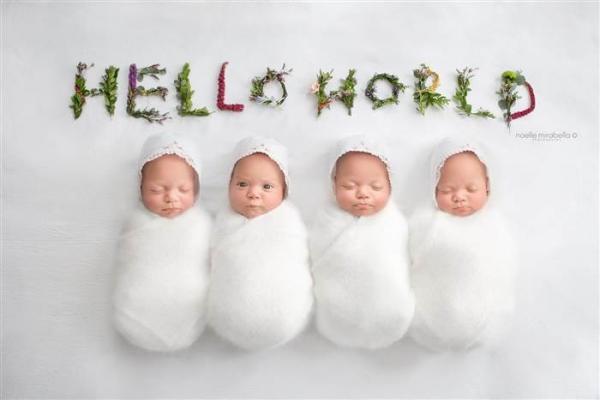 Абсолютно одинаковые четверняшки выступают в качестве очаровательных фотомоделей (ФОТО)