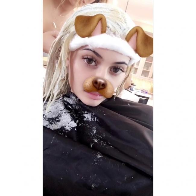 Сестра Ким Кардашьян стала блондинкой (ФОТО)