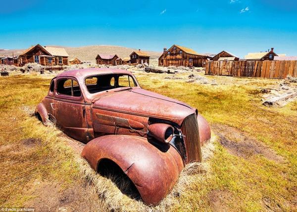 Ускользающая красота: затонувшие аттракционы, старые поезда и заброшенные гостиницы (ФОТО)