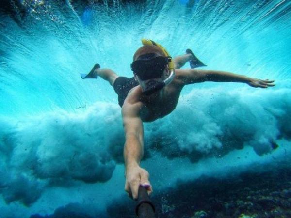 Секунда адреналина: 10 селфи, повторять которые не стоит (ФОТО)