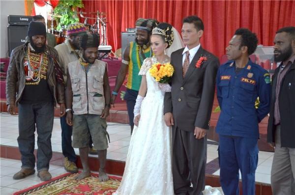 Как выглядит папуасско-индонезийская свадьба (ФОТО)