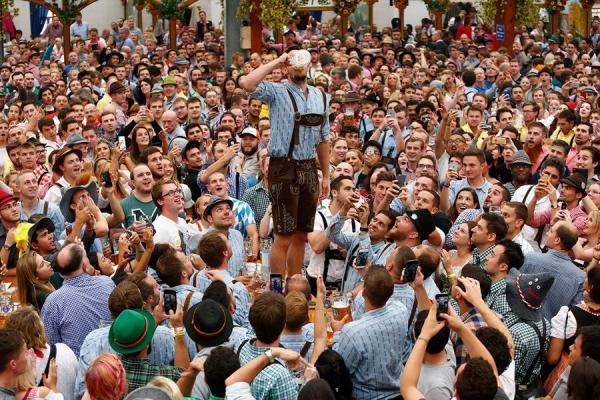 Пивное веселье: как проходит самый большой народный праздник в мире (ФОТО)
