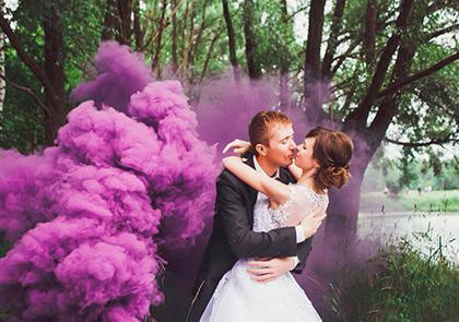 Красочный дым: прекрасная идея свадебной фотосессии (ФОТО)