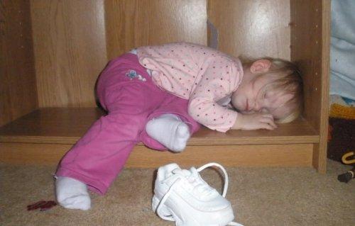 Дети, которые могут заснуть везде (ФОТО)