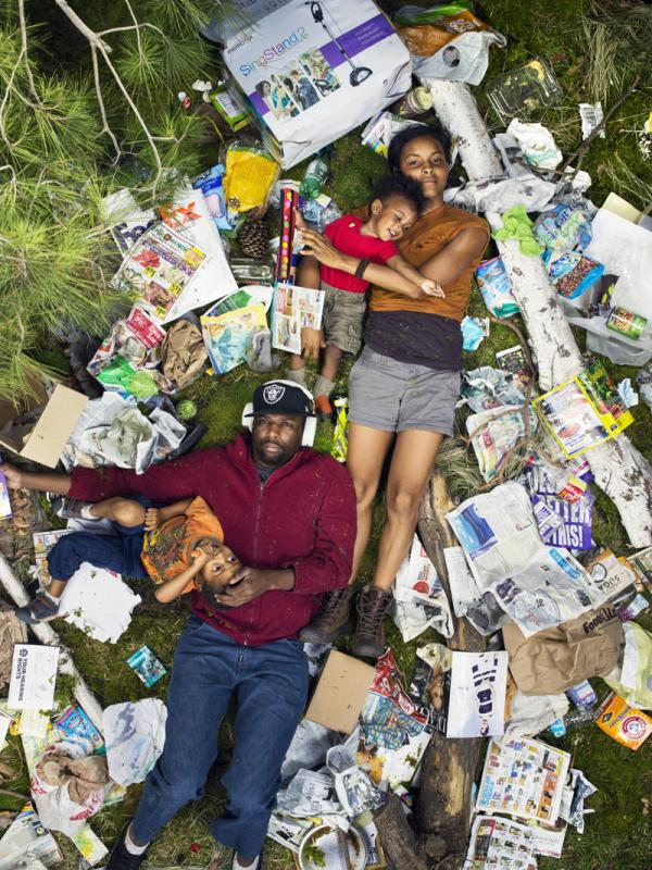 Шокирующие фото: сколько мусора производит человек всего за неделю (ФОТО)