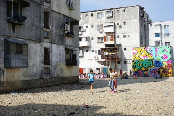Прогулка по самому жуткому району Бухареста (ФОТО)