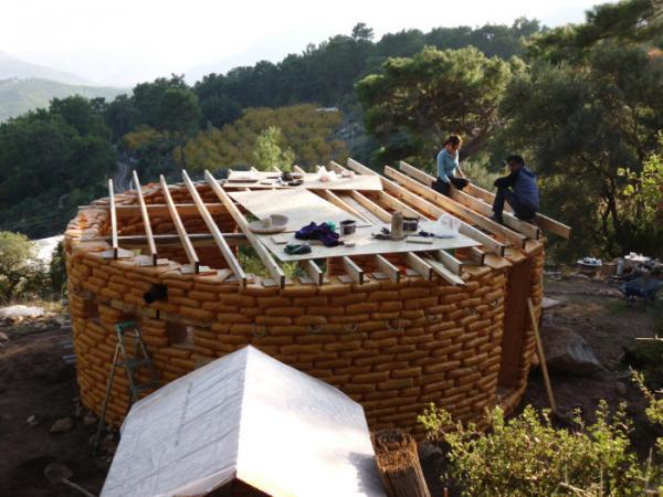 Дом из мешков: практичный, экологичный и недорогой способ строительства жилья  (ФОТО)