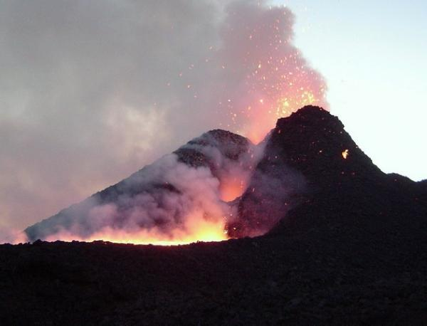 Древний гигант: самый большой и беспокойный вулкан Европы (ФОТО)