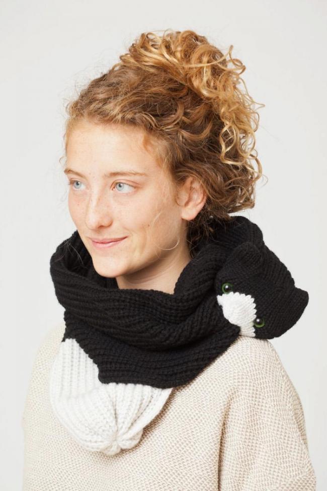 Роскошные шарфы в виде животных, которые кусают сами себя (ФОТО)