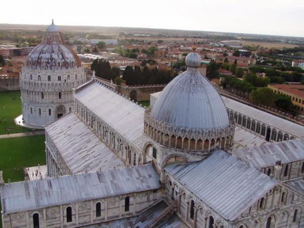 Площадь чудес в Италии: один из самых знаменитых образцов средневековой архитектуры (ФОТО)