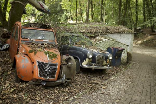"""Необычная коллекция: """"кладбище"""" автомобилей, чья стоимость превышает миллион долларов (ФОТО)"""