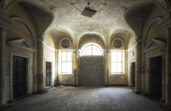 Заброшенные больницы Италии и Бельгии на фото Стефана Бауманна (ФОТО)