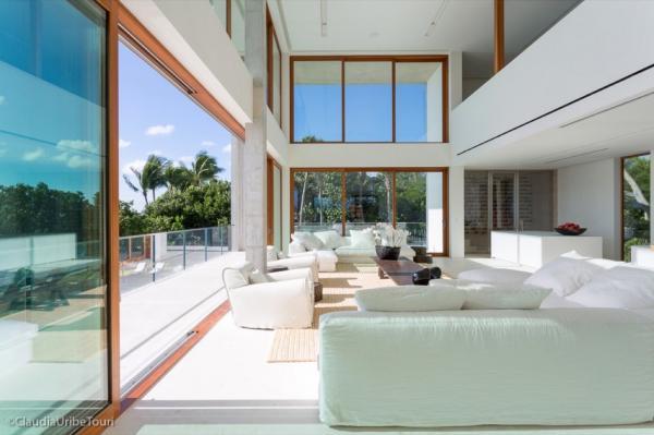 Игра природы, тени и света: эффектный дом кинорежиссера в Майами (ФОТО)