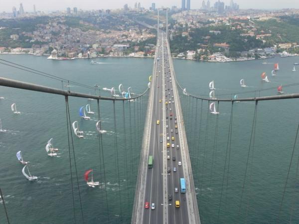 Мост, соединяющий два континента: легендарное архитектурное сооружение в Турции (ФОТО)